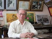 Nghệ nhân 82 tuổi thêu bài thơ bằng 14 thứ tiếng