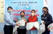 Liên hiệp Hội trao 100 suất gạo cho người lao động ở Phú Lộc