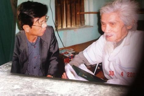 Nhà thơ Hữu Loan luận chữ làm câu đối