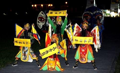 """Bốn câu chúc thọ nhà vua được tái hiện trong """"Đại Nội về đêm"""" qua vũ khúc cung đình Trình tường tập khánh"""