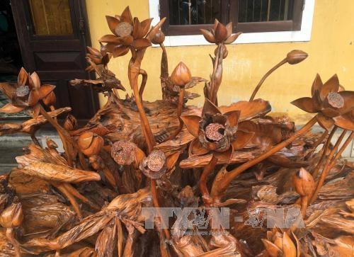 'Thổi hồn' cho các sản phẩm gỗ mỹ nghệ