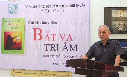 """Ra mắt tập thơ """"Bắt vạ tri âm"""" của Trần Duy Phiên"""