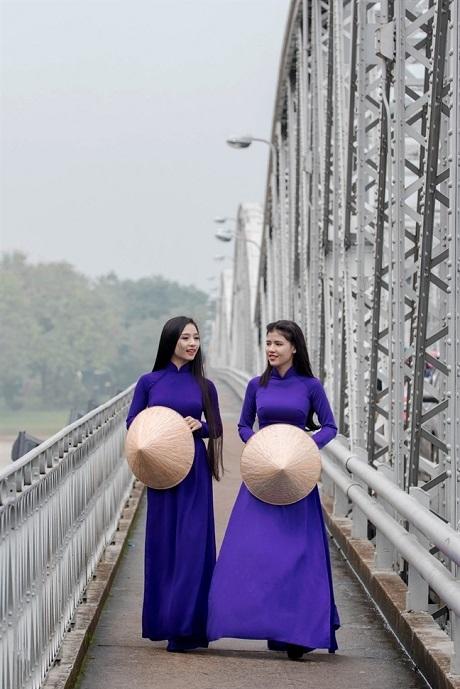 Hiến kế để áo dài 'phục sinh' trên đất Huế