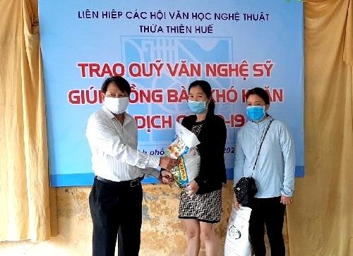 Trao 150 suất gạo cho người lao động gặp khó khăn vì dịch Covid-19