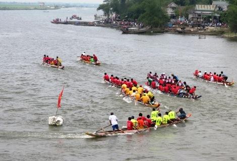 Lễ hội đua thuyền trên sông Ô Lâu